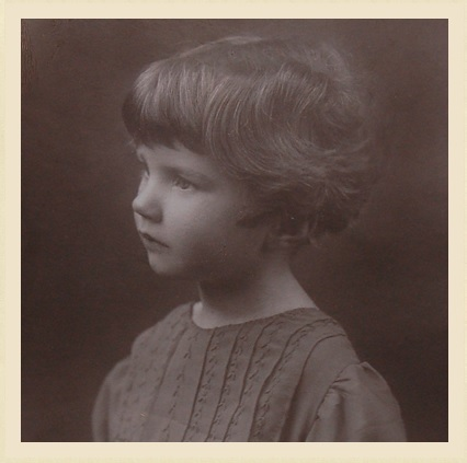 Young Joan Aiken (photo: http://joanaiken.com/pages/gallery.html)