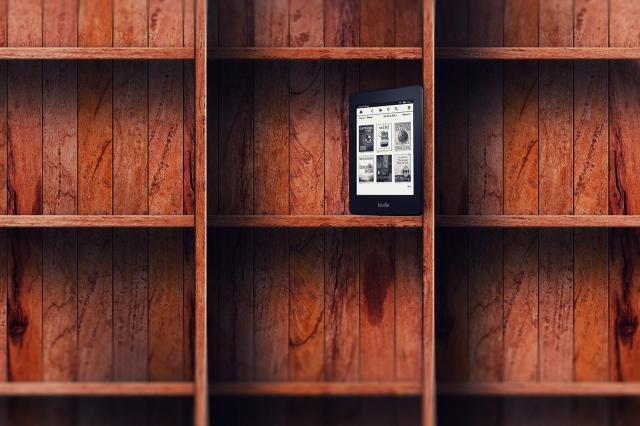 http://www.digitaltrends.com/opinion/real-books-vs-ebooks/