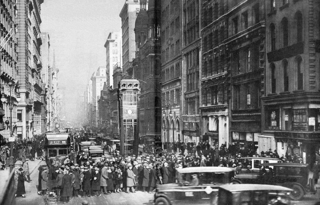 fifth-avenue-at-42nd-street-new-york-1926